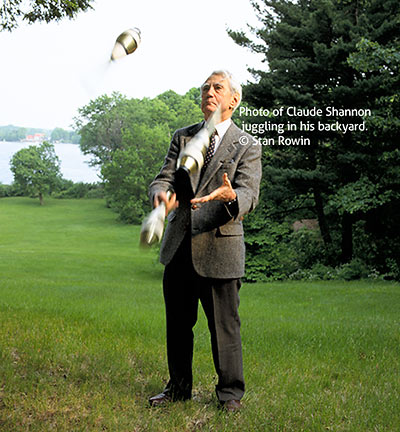 The scientist Claude Shannon juggling in his backyard © Stanley Rowin